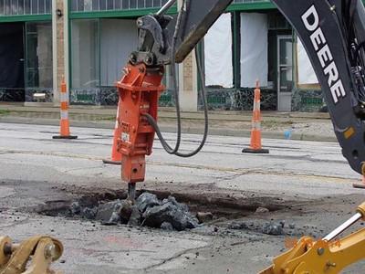 NPK PH4 Hammer roadwork