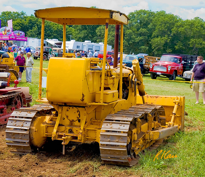 Oliver OC12 tractor/ bulldozer: 1955, 40 hp, 9800 lb, diesel. Historical Construction Equipment Association 2007 National Convention and Old Equipment Exposition, Zagray Farm Museum, Colchester, CT, July 21, 2007.