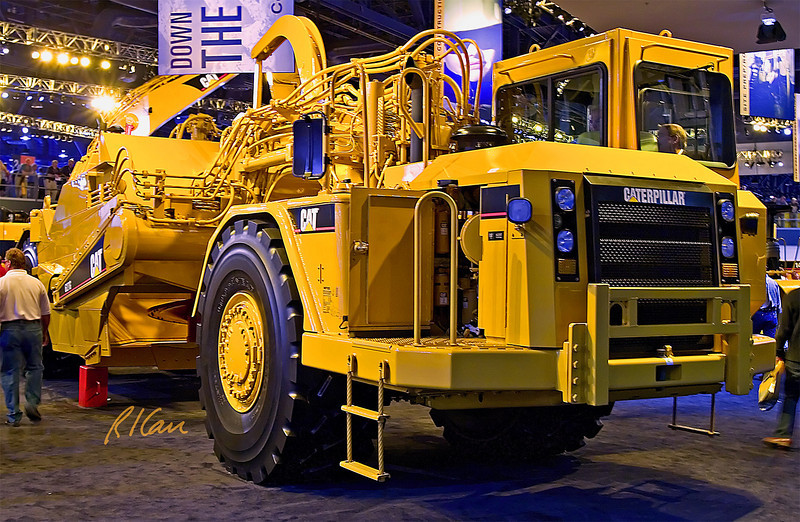 Earthmoving construction: Caterpillar 627G 330 hp / 246 KW 22 yd3 / 17m3 (heaped), 15.7 yd3 / 12 m3 (struck), 84,000 lb / 38,000 kg, 42 ft / 13 m length self-loading scraper. CONEXPO, Las Vegas, Nevada, March 15-19, 2005.