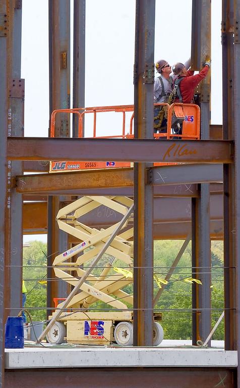 Steel Construction: erect, connect, bolt, weld, crane, fall