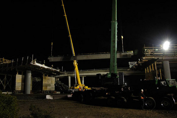 Tunnel Ave Bridge - hanging girders over tracks