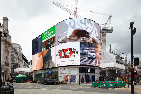 Lucent W1, Piccadilly Circus