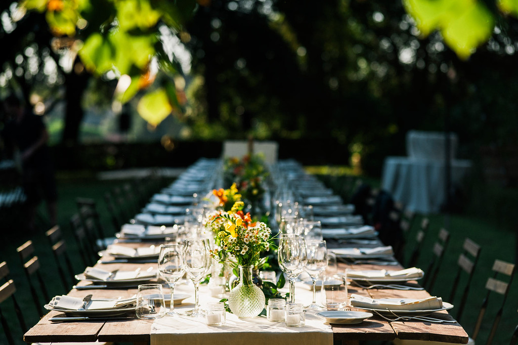 Table settings Outdoor Wedding