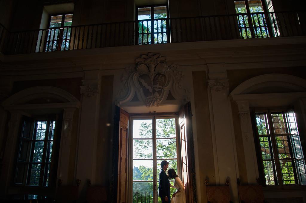 Bride & Groom portrait at Villa Fontallerta