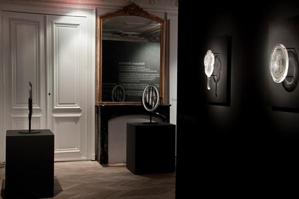 Mirror sculpture at Réflexions Féminin at the Musée-Atelier départemental du Verre