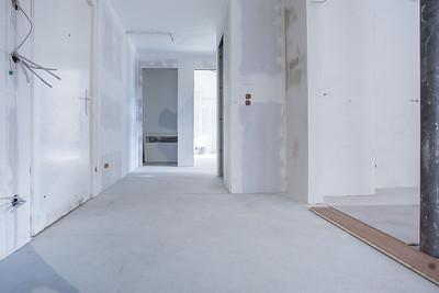 Von der Wohnküche zum Eingang sowie Bad und Schlafzimmer