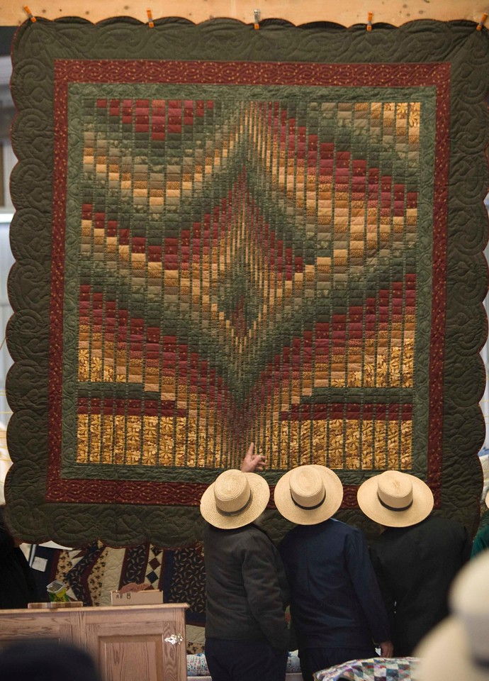 20081122_Amish quilt auction