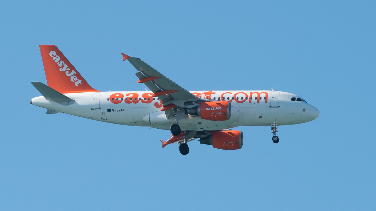 A318-112, Airbus, EasyJet, G-EUNB, Jersey; Le Braye,,St Brelade,Jersey