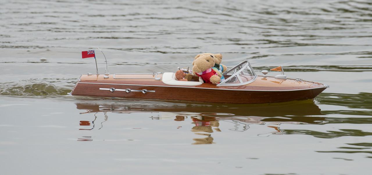 <Unknown>, Navy Day 2017, Riva type speedboat, SRCMBC, Setley Pond, Solent Radio Control Model Boat Club