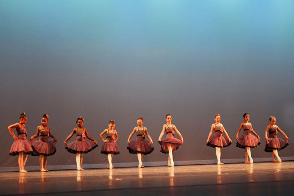CCC81-33 - Dancing Girls by kphoto