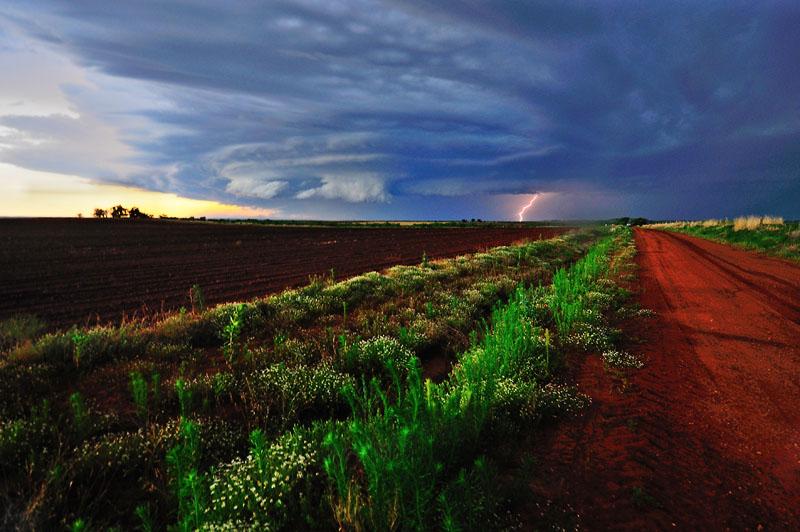 "Distant Storm <a href=""http://www.photographycorner.com/forum/member.php?u=2897"">shutterbug2007</a>"