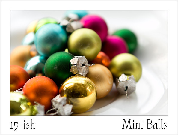 Seventh hour of Christmas  These miniballs work very wel as christmas earrings, just add a spare earringhook and you are ready for the party.