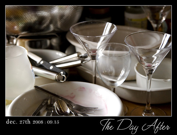The day after. Yesterday we enjoyed a wonderful diner - 7 courses - prepared by my oldest daughter & a little help from her boyfriend. We used clean sets for every course so the dishwasher had to work hard as well. This morning we found some left-overs to be washed today.