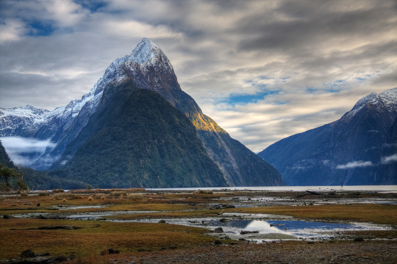 Milford Sound, New Zealand (HDR)<br /> Milford Sound is a dramatic meeting of mountain and ocean.