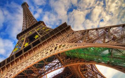 The Iron Horse: Le Tour Eiffel