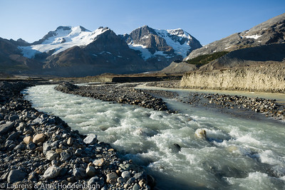 Mount Athabasca from Icefields Parkway, Jasper Nat'l Park, Alberta, CA