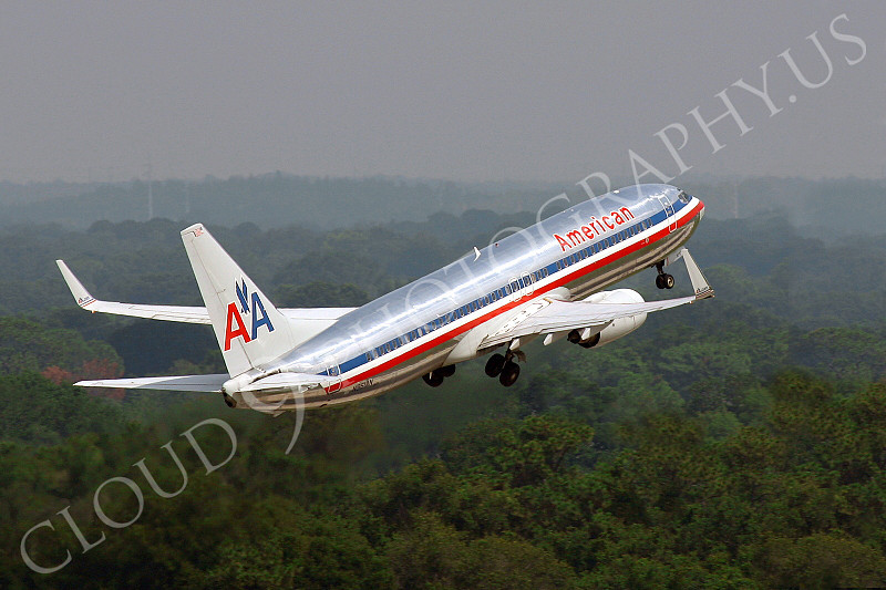B737 00092 American Airlines Boeing 737 N961AN climbing out after take-off airliner picture, by Tim Perkins
