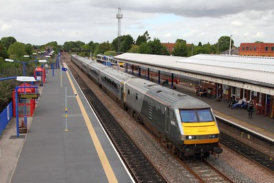 82303 tnt 67012 on the 1H69 Birmingham Moor Street to London Marylebone at Princes Risborough on the 4th August 2015