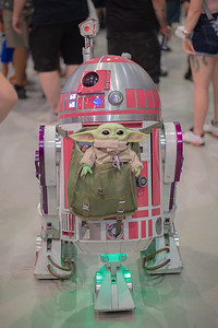 R2 Astromech Droid & Grogu