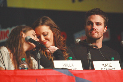 Arrow: Willa Holland, Katie Cassidy, & Stephen Amell
