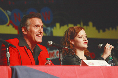 Evil Dead: Bruce Campbell & Jane Levy