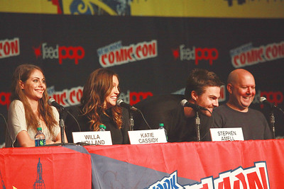 Arrow: Willa Holland, Katie Cassidy, Stephen Amell, & Marc Guggenheim