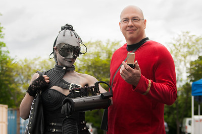 Borg Queen & Starfleet Officer
