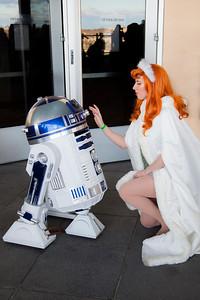 R2-D2 & Daphne Blake