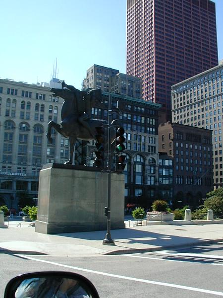 IL chicago statue