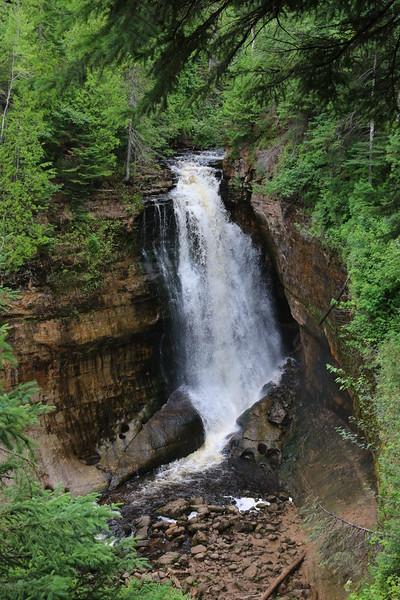 upper-peninsula-22-miners-falls