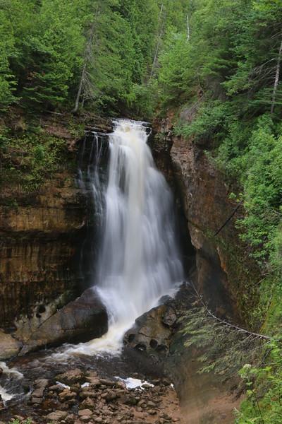 upper-peninsula-26-miners-falls