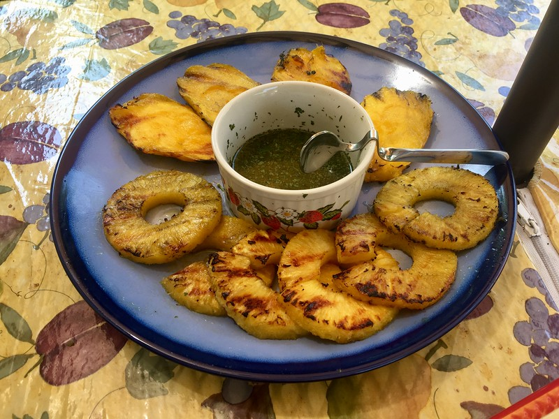 Grilled mango and piña w/honey lemon basil sauce