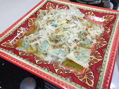 Ricotta, spinach and mutmeg ravioli in butter garlic and pinenut sauce.