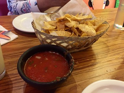 Fantastic salsa and warm chips.