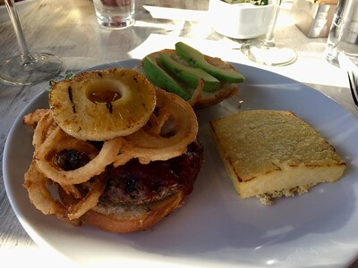 BBQ burger w/polenta cake