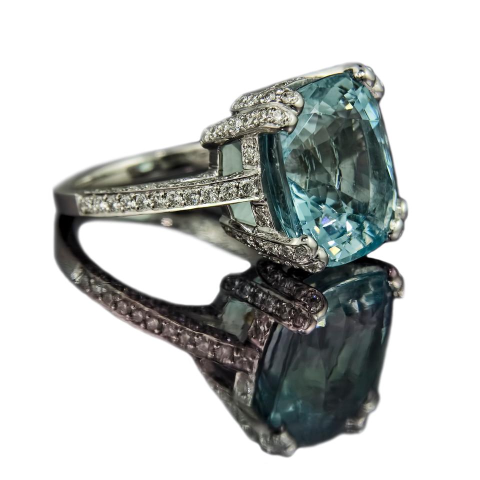 """Santa Maria"" Cushion cut aquamarine ring"