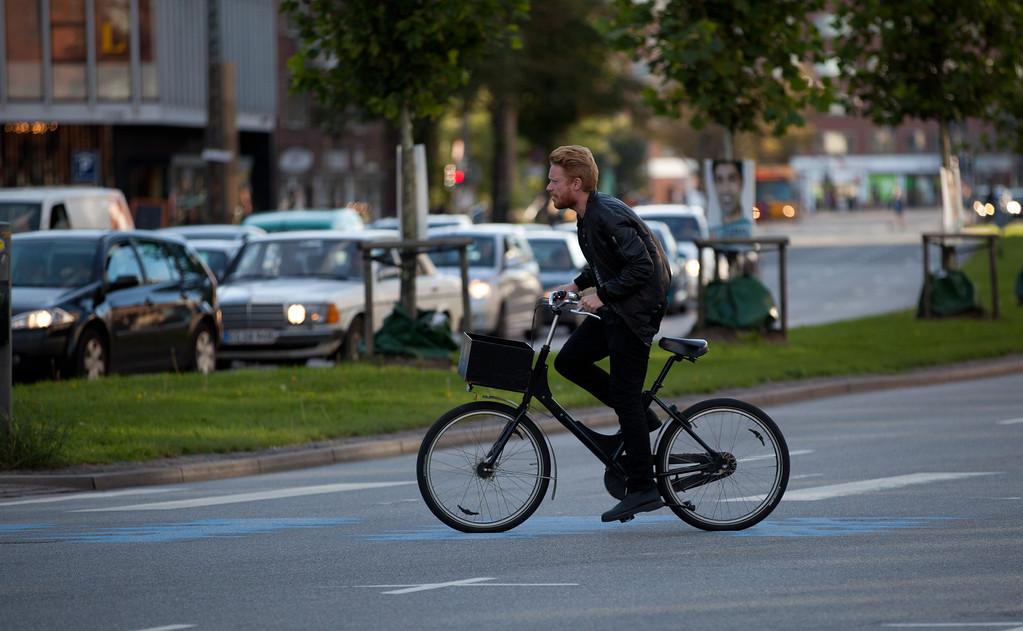 IMAGE: http://photo.mellbin.com/Denmark/Denmark-2011-Copenhagen-1/i-f6SNHkZ/1/XL/IMG3685-XL.jpg