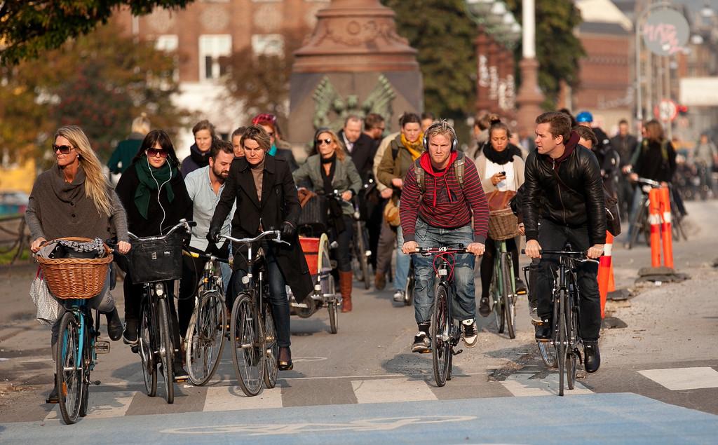 IMAGE: http://photo.mellbin.com/Denmark/Denmark-2011-Copenhagen-2/i-8kx55RN/0/XL/IMG6051-XL.jpg