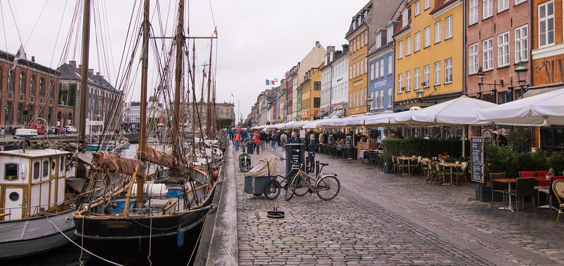 """Despite Nyhavn's charm, most locals avoid the eating establishments here as being a bit """"touristy"""" and overpriced."""