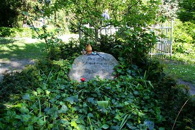 Assistens Kirkegård - maj 2006 Grave of writer Dan Turell