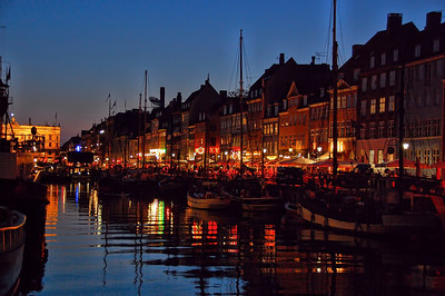 canal-boats-shops-night
