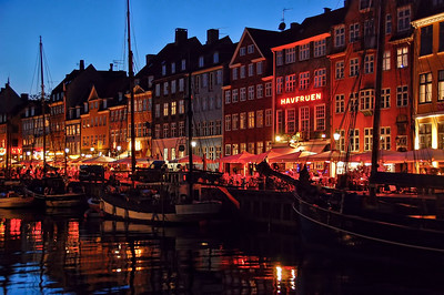 canal-boats-shops-night-2