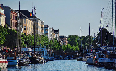 canal-boats-buildings