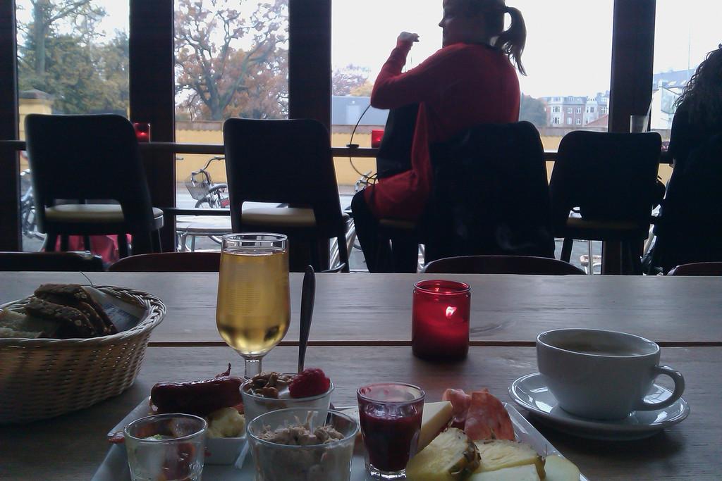 Copenhagen; Nørrebrogade (Café Den Røde Hund. Brunch). Oct 31