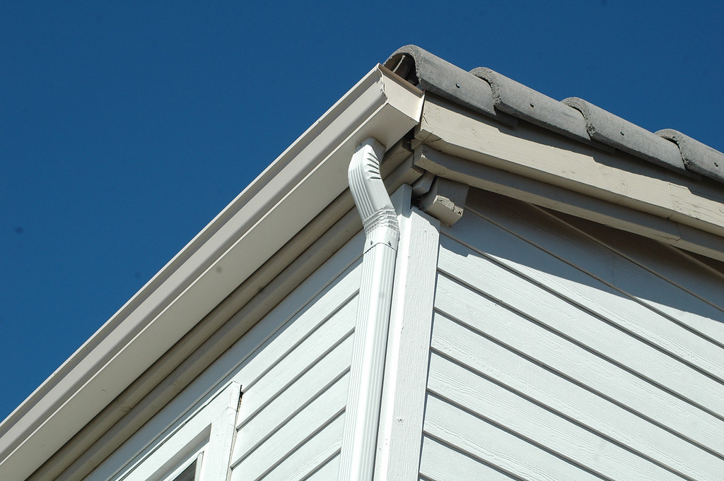 Seamless Aluminum Standard and Custom Rain Gutters