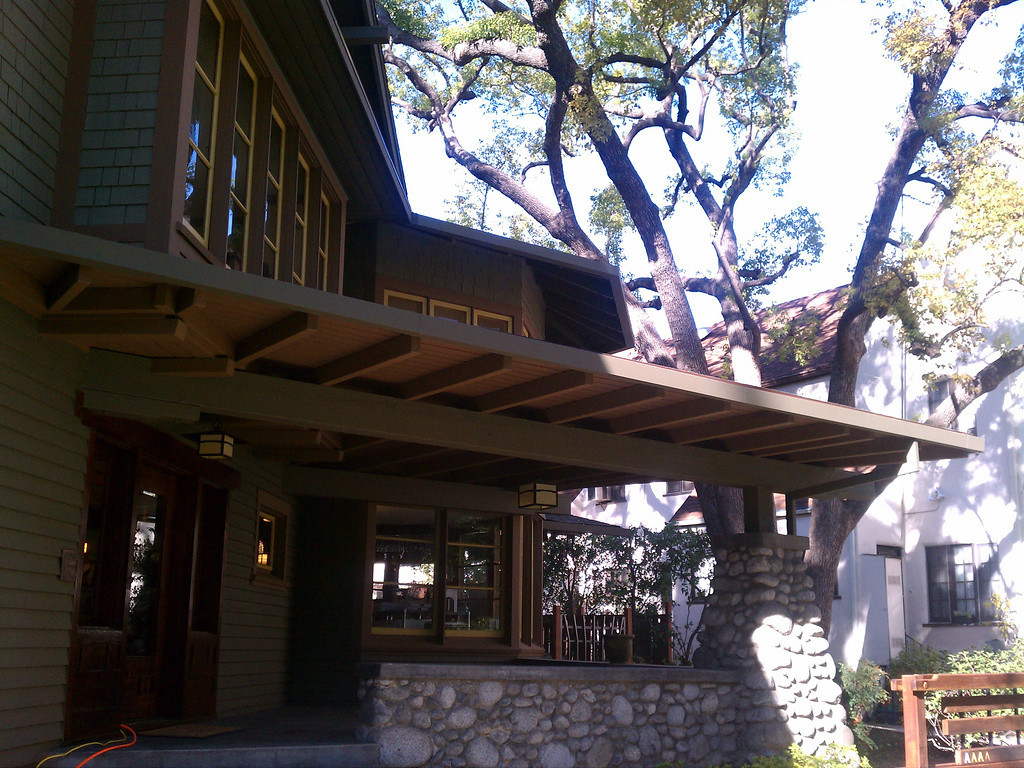 "Custom gutters in various shapes and sizes <a href=""http://www.rain-watersystems.com/"">http://www.rain-watersystems.com/</a>"
