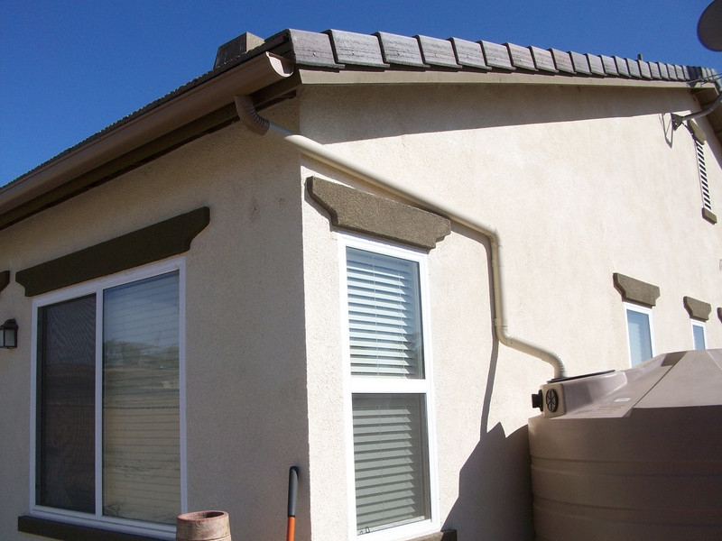"We find half round gutters to be the best type of seamless gutter for rain water collecting and storage.<br /> <br />  <a href=""http://www.rain-watersystems.com/"">http://www.rain-watersystems.com/</a>"