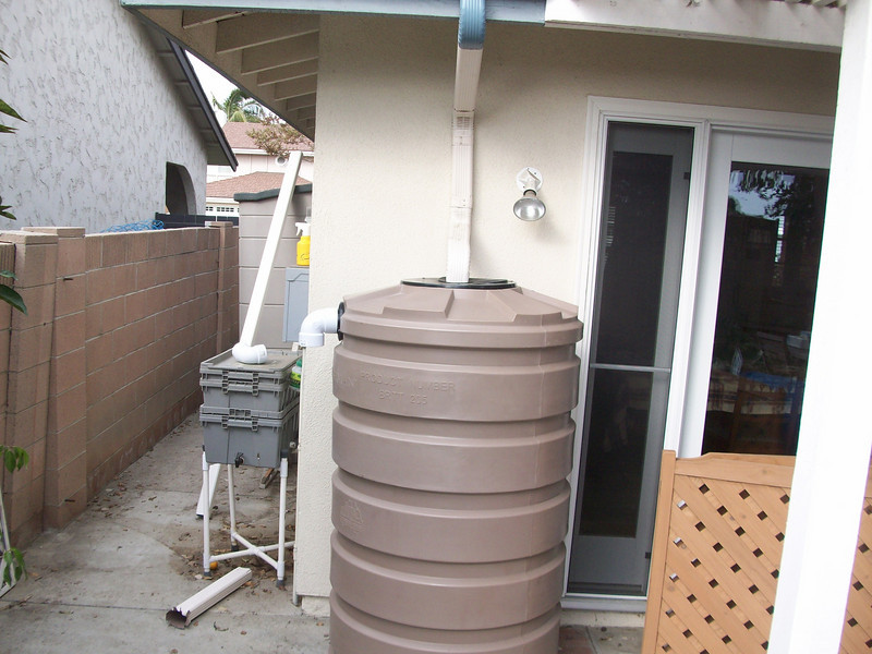 "I set the raintanks up so they can be expanded later by adding more tanks in a daisy chain configuration.<br /> <br />  <a href=""http://www.rain-watersystems.com/"">http://www.rain-watersystems.com/</a>"
