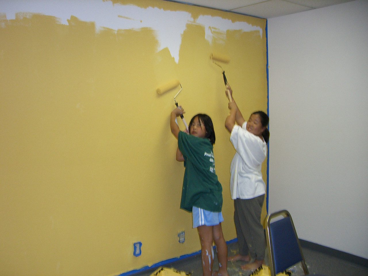 Kids paint a classroom 2