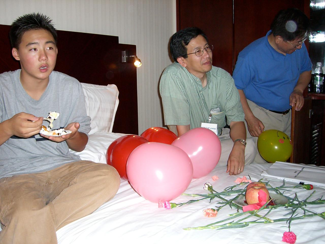 2006 07 15 Sat - Alice Tung's surprise b-day - Philip Lee, Wonjae Kang, & Baxon Kim